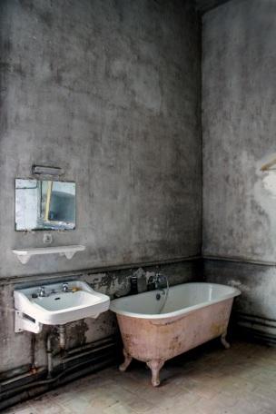 urbex-bathroom-s