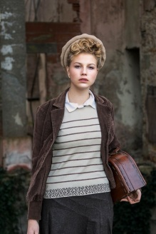 young girl in wartime s (14)