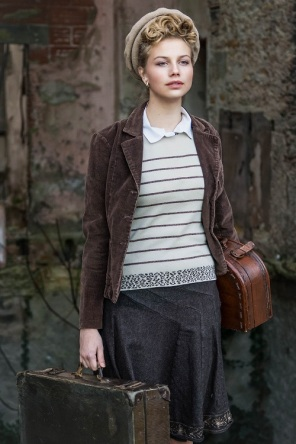 young girl in wartime s (16)