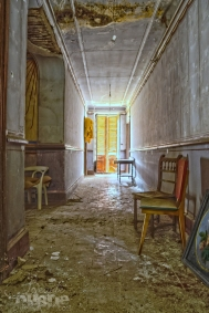 abandoned manoir