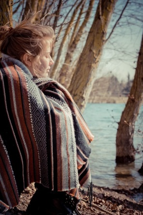 girl by lake s (5)