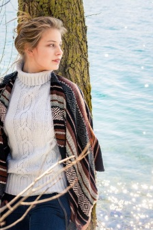 girl by lake s (6)
