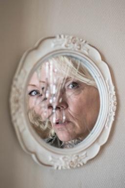 woman in broken mirror s (2)